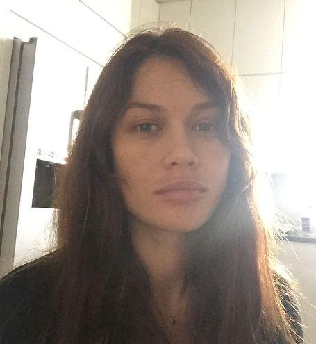 Ольга Куриленко показала собственный снимок без макияжа