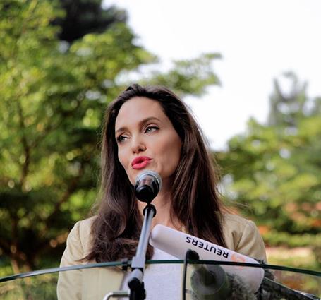 Анджелина Джоли впервый раз за длительное время выступила напублике