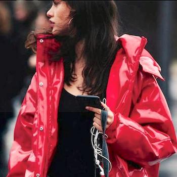 Хит весны 2018: самая модная одежда из винила