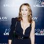 Альбина Джанабаева выбрала платье с глубоким декольте для торжества в Москве. Фото