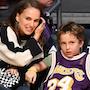 Семилетний сын Натали Портман растет точной копией своей звездой мамы! Фото