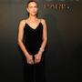 Ирина Шейк выбрала самое красивое черное платье из бархата для модного раута. Фото