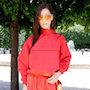 Белла Хадид на шоу Louis Vuitton блистала в футуристическом образе в красном цвете. Фото