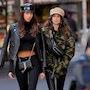 Камуфляж и кожа: Кайя Гербер показала модный образ для осенней непогоды. Фото